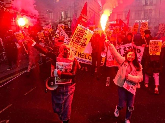 Multitudinaria manifestación en Londres contra el racismo y el fascismo