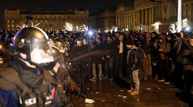 """Movilizaciones en Hungría contra una reforma laboral """"esclavista"""""""