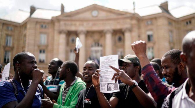Represión violenta contra el movimiento de los chalecos negros en París